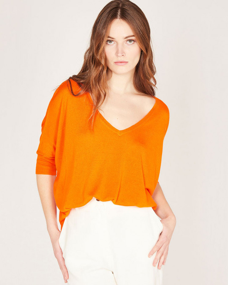 v-neck short sleeves poncho made of 85% bamboo and 15% Cashmere
