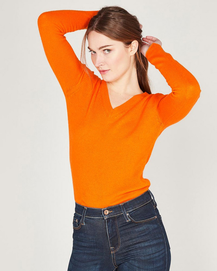 classic v-neck sweater made of 50% cashmere and 50% wool
