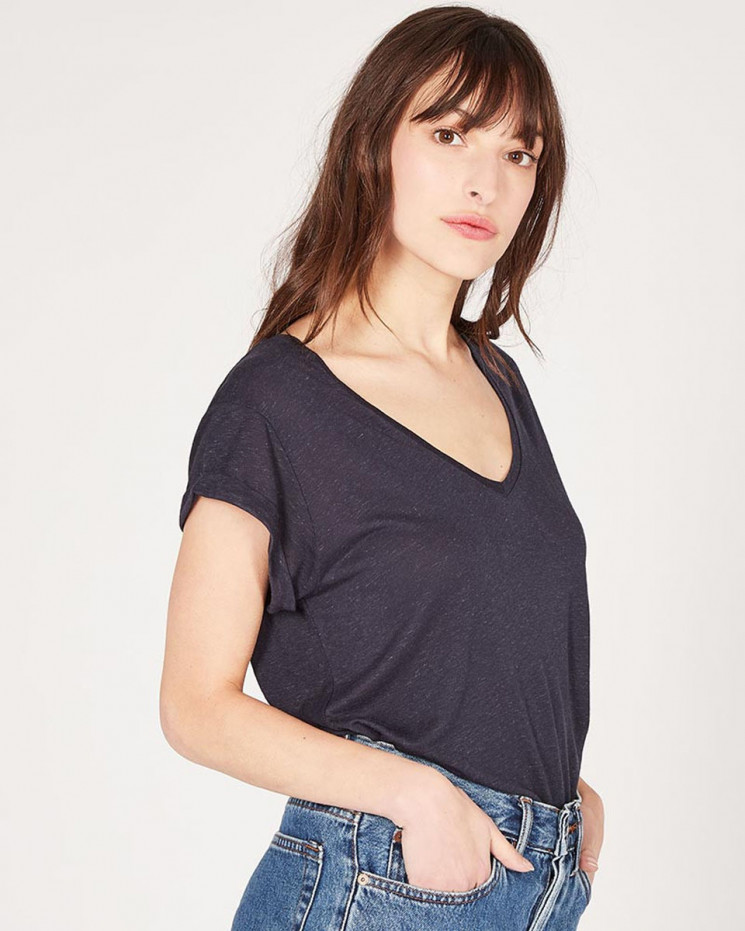 v-neck multico colored tee-shirt made of 85% recycled linen 15% linen