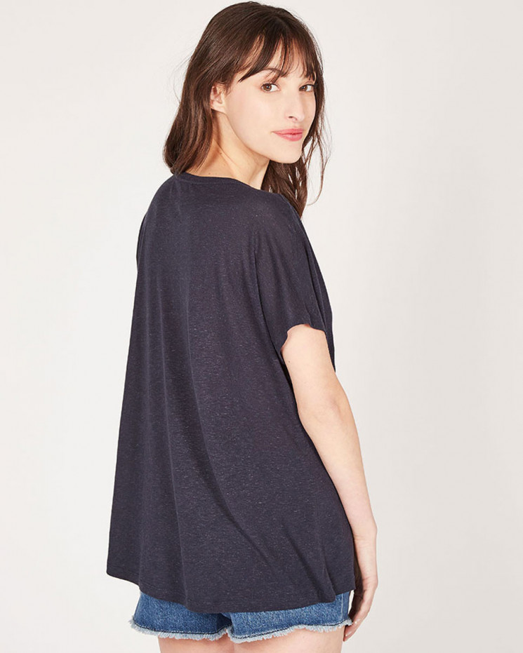 oversized v-neck tee-shirt embroidery made of 85% recycled linen 15% linen