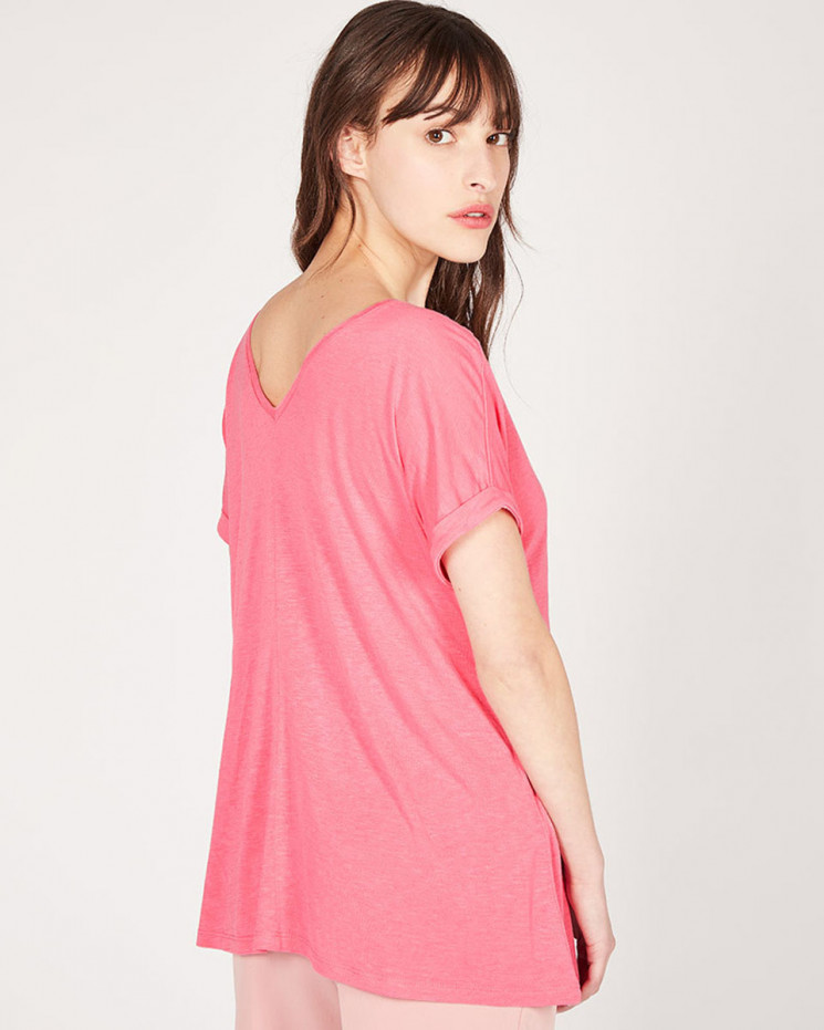 double v-neck oversized tee-shirt made of 85% recycled linen 15% linen