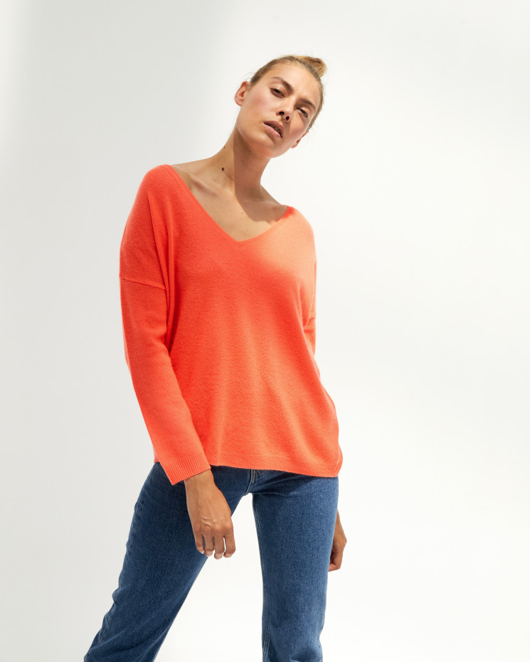 Women's oversized cashmere V-neck sweater long sleeves - corail fluo - angèle - absolut cashmere (front)