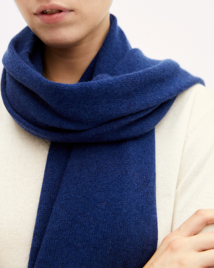 Women's cashmere scarf rolled up finishes - bleu profond - anaïs - absolut cashmere (front)