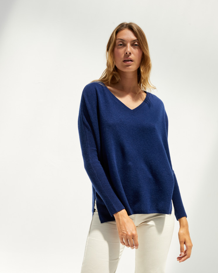 Women's cashmere oversized V-neck sweater long sleeves - bleu profond - camille - absolut cashmere (front)