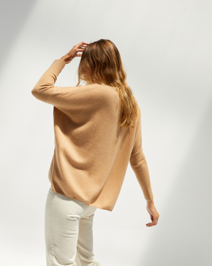 Women's cashmere oversized V-neck sweater long sleeves - camel - camille - absolut cashmere (front 2)