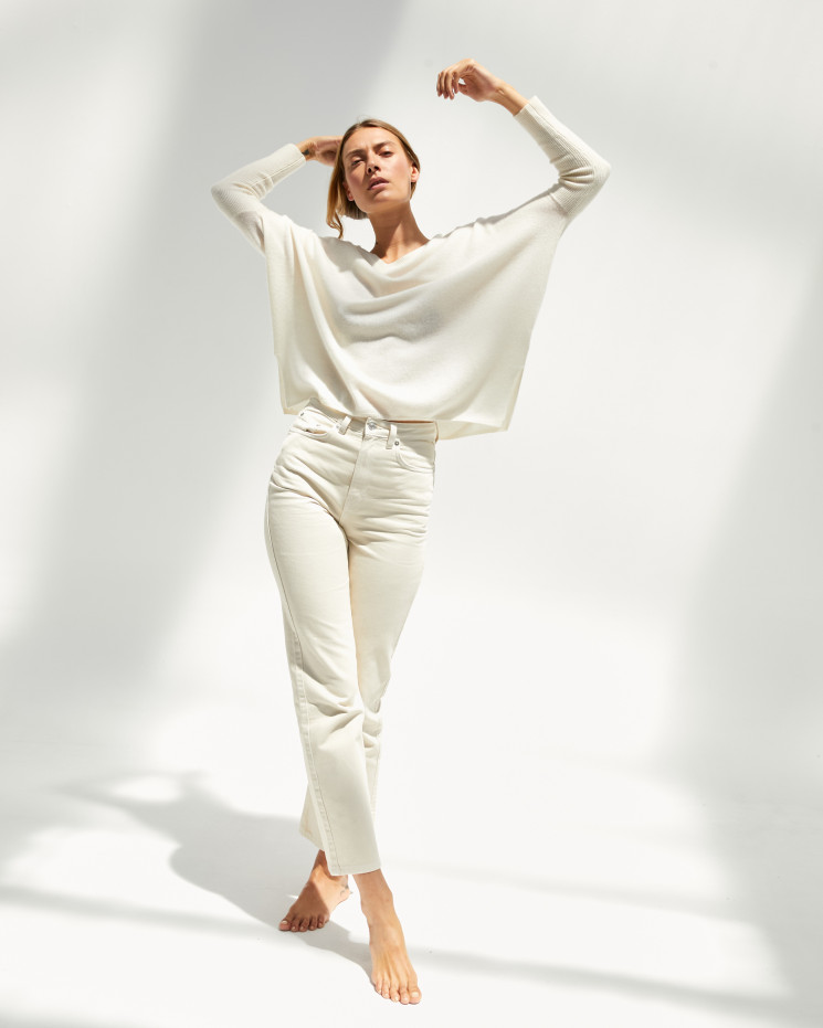 Women's cashmere oversized V-neck sweater long sleeves - écru - camille - absolut cashmere (front)