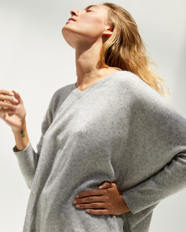 Women's cashmere oversized V-neck sweater long sleeves - gris chiné clair - camille - absolut cashmere (front)