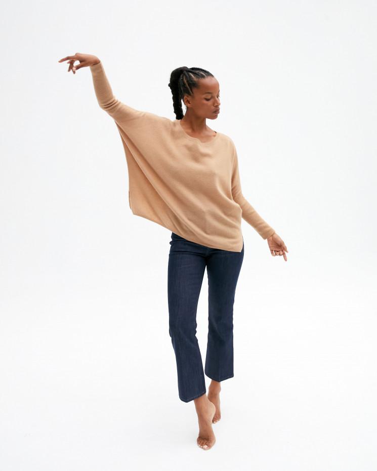 Women's oversized cashmere round-neck sweater long sleeves - camel - astrid - absolut cashmere (front)